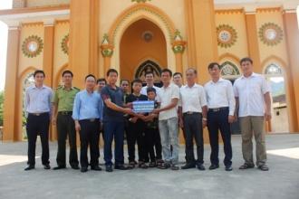 Ban quản lý VQG Phong Nha – Kẻ Bàng hỗ trợ nuôi dưỡng các cháu có hoàn cảnh đặc biệt khó khăn tại Giáo xứ Bàu Sen, xã Phúc Trạch